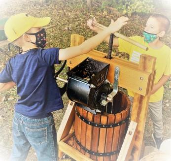 making-apple-cider